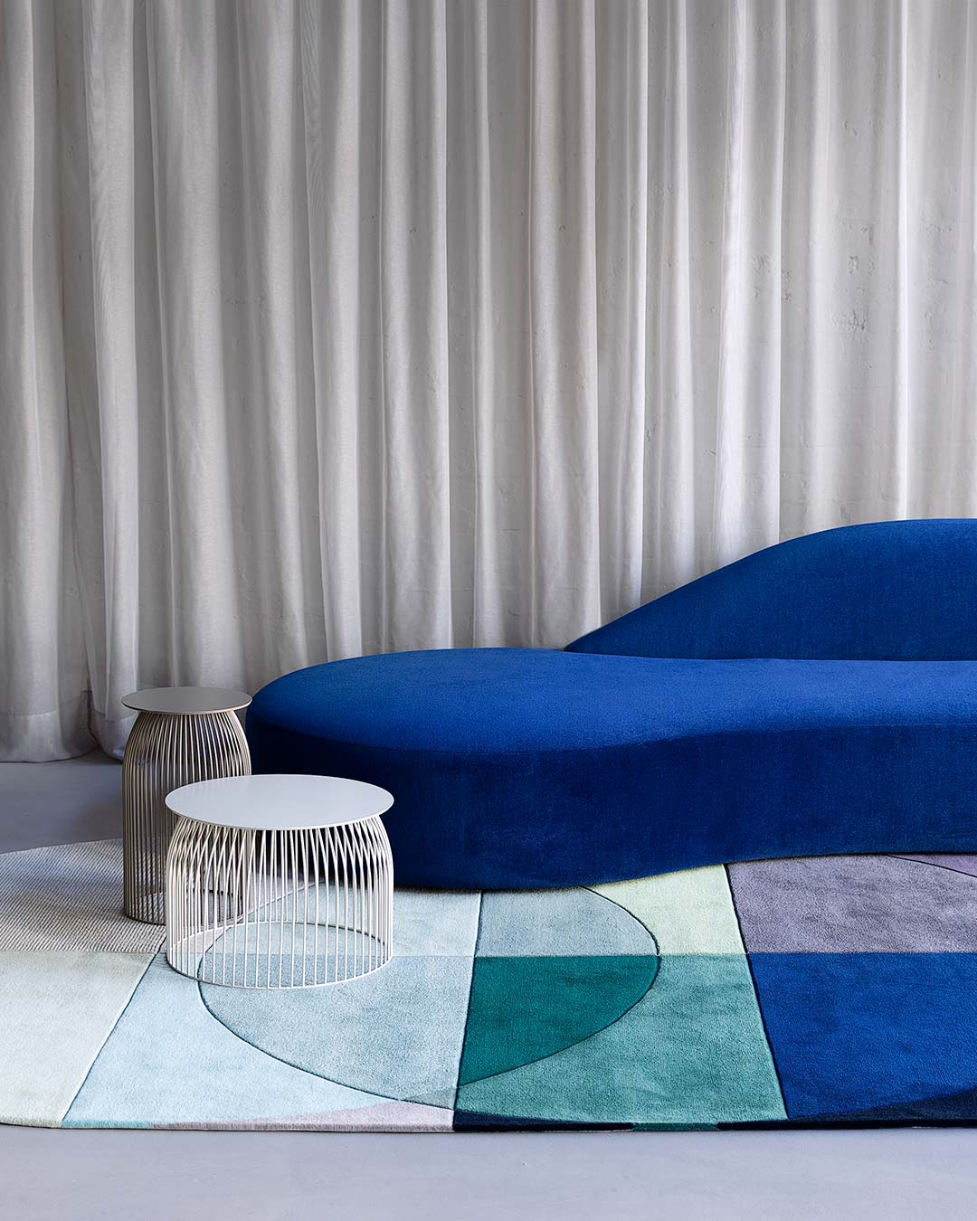location living room shot of ocean rug by bernabeifreeman blue green