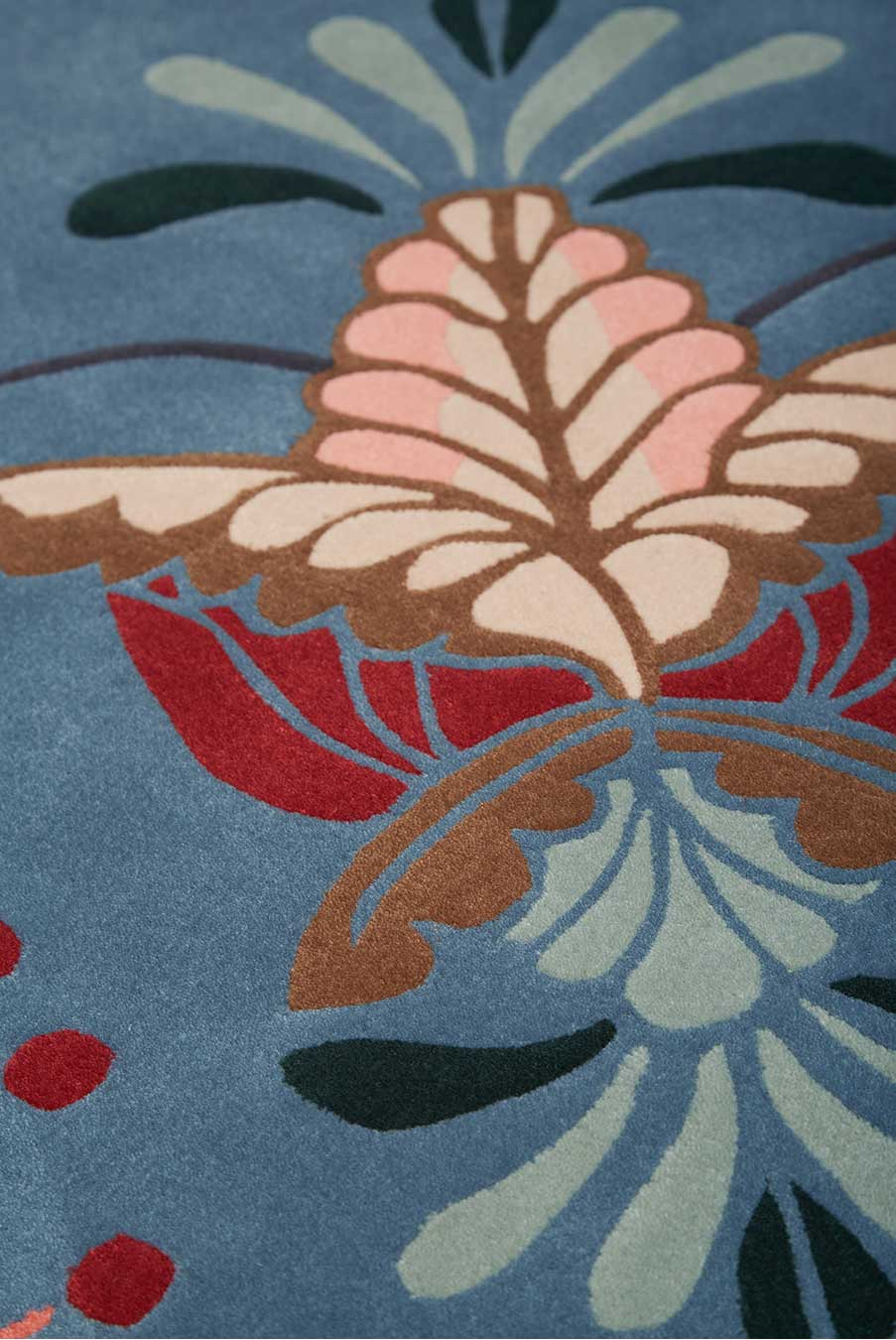 Detailed image of floral Cinnamon Bloom rug by House Of Heras in blue colour