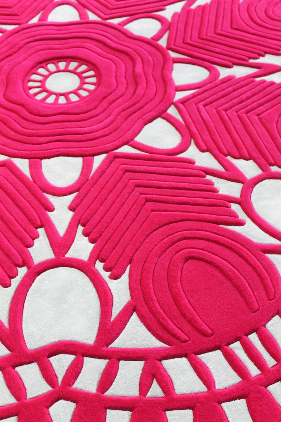 Detailed image of Evelyn rug in hot pink colour