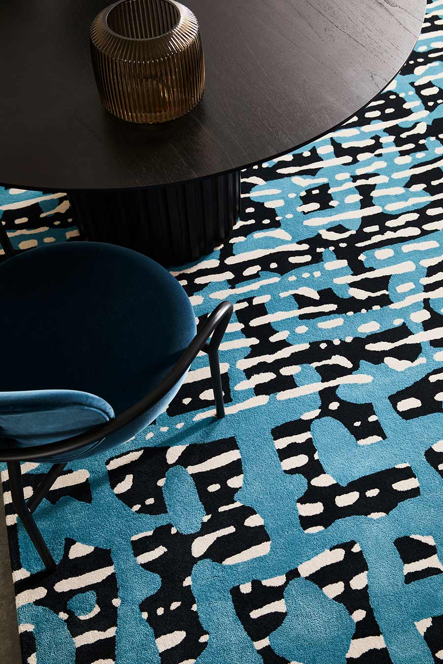 Detailed view of modern, striped Evie rug in blue and navy.