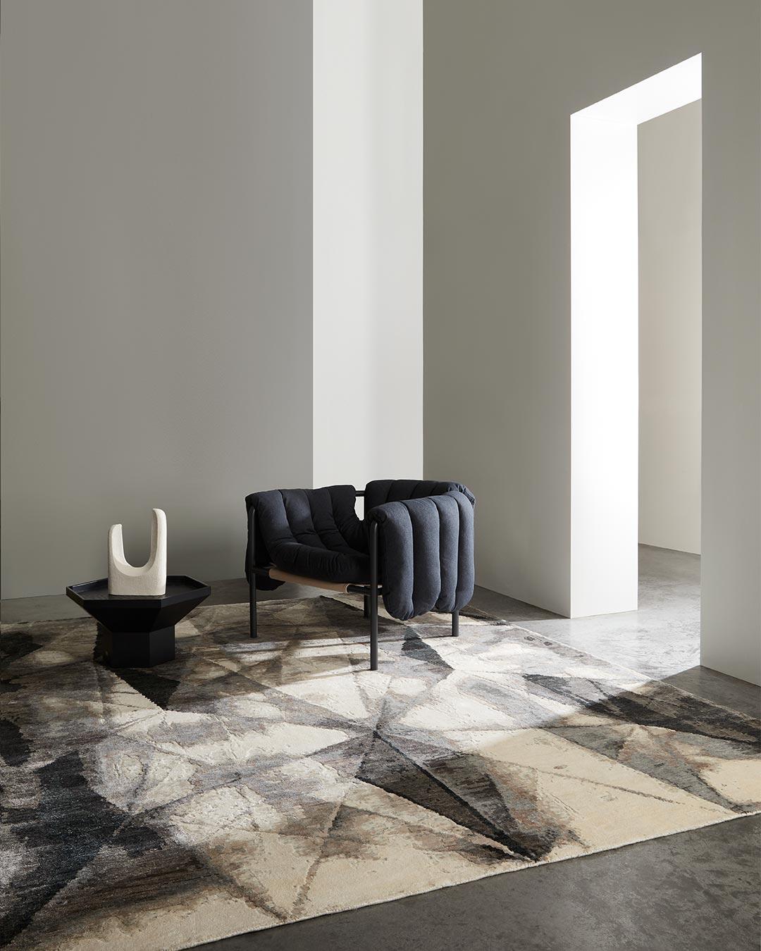Living room image of geometric Atlas rug in grey colour