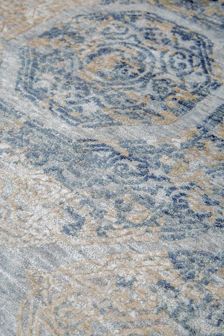 Detailed view of classic Camden rug in blue colour