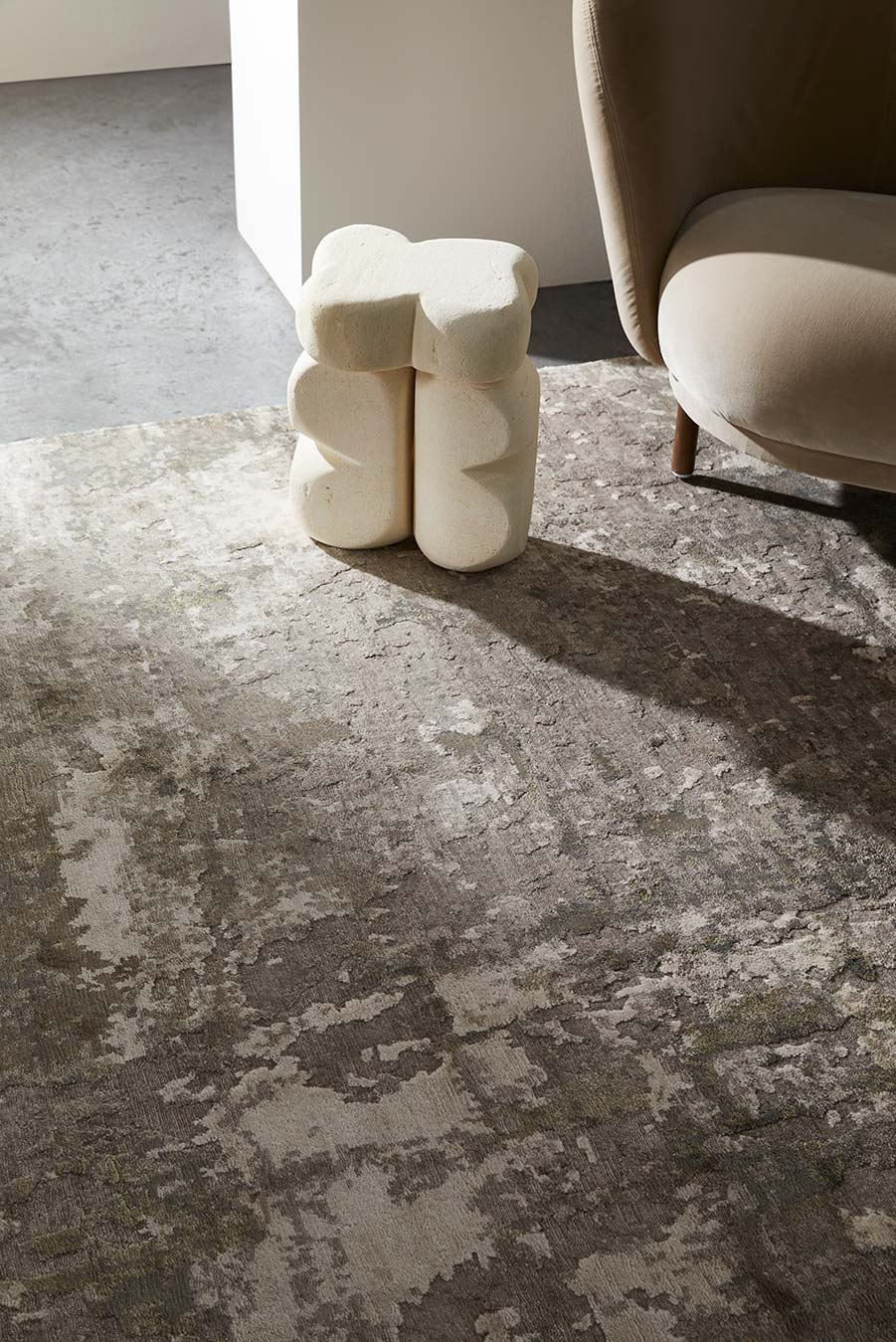 Close up view of Gemini rug in grey colour