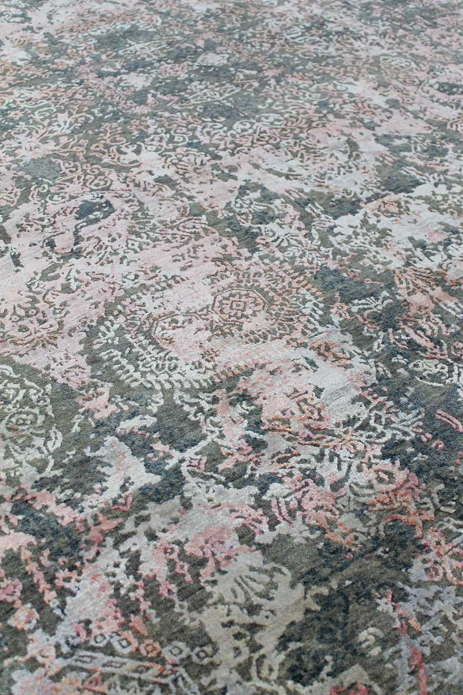 Detailed image of traditional Kismet rug in pink and beige colour
