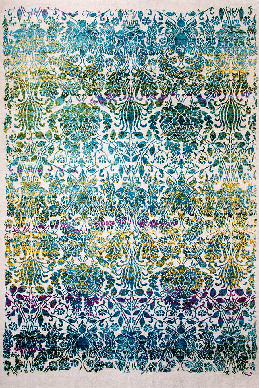 Product image of traditional Majesty rug in blue colour