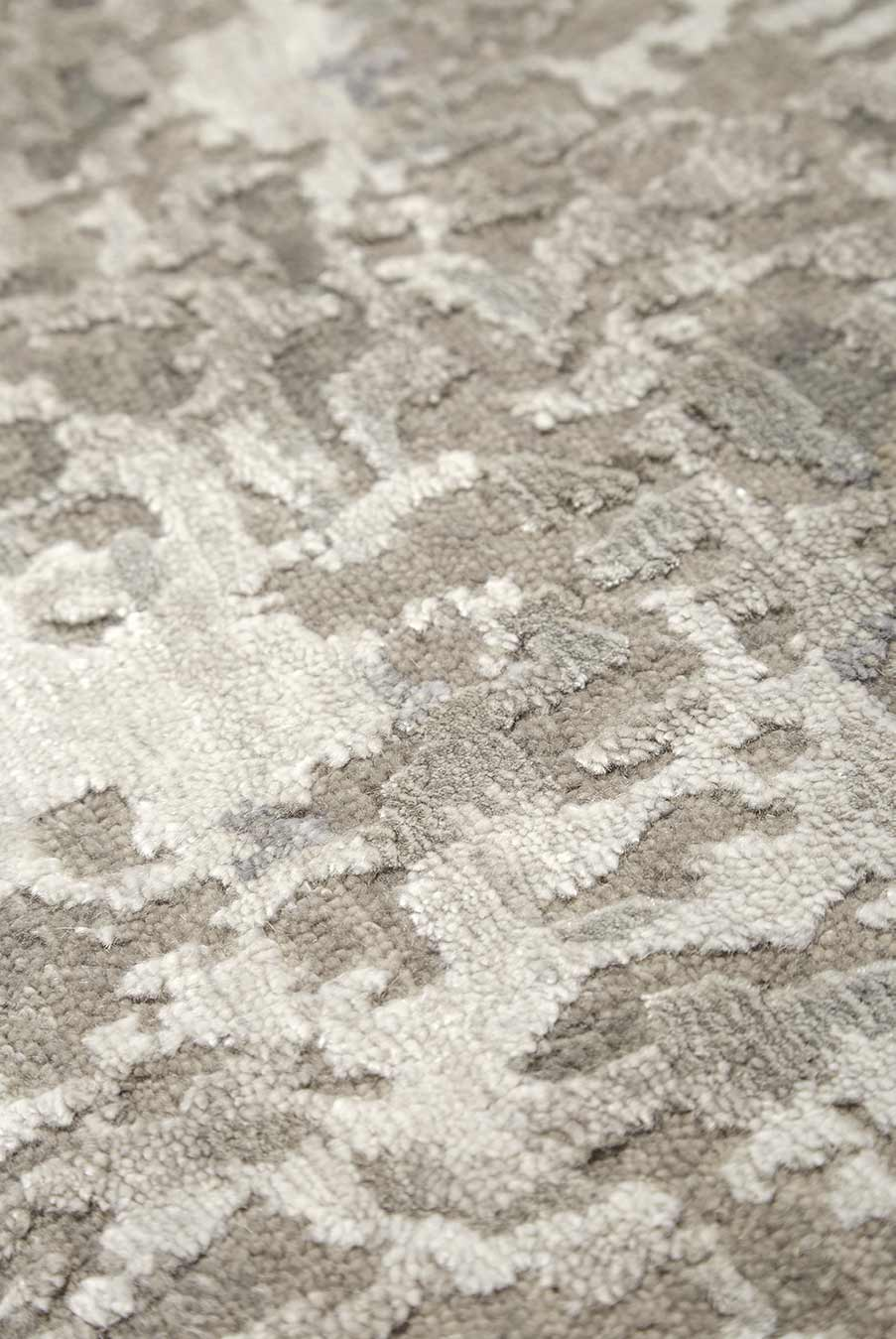 Detailed image of textured Midas handknot rug in silver colour