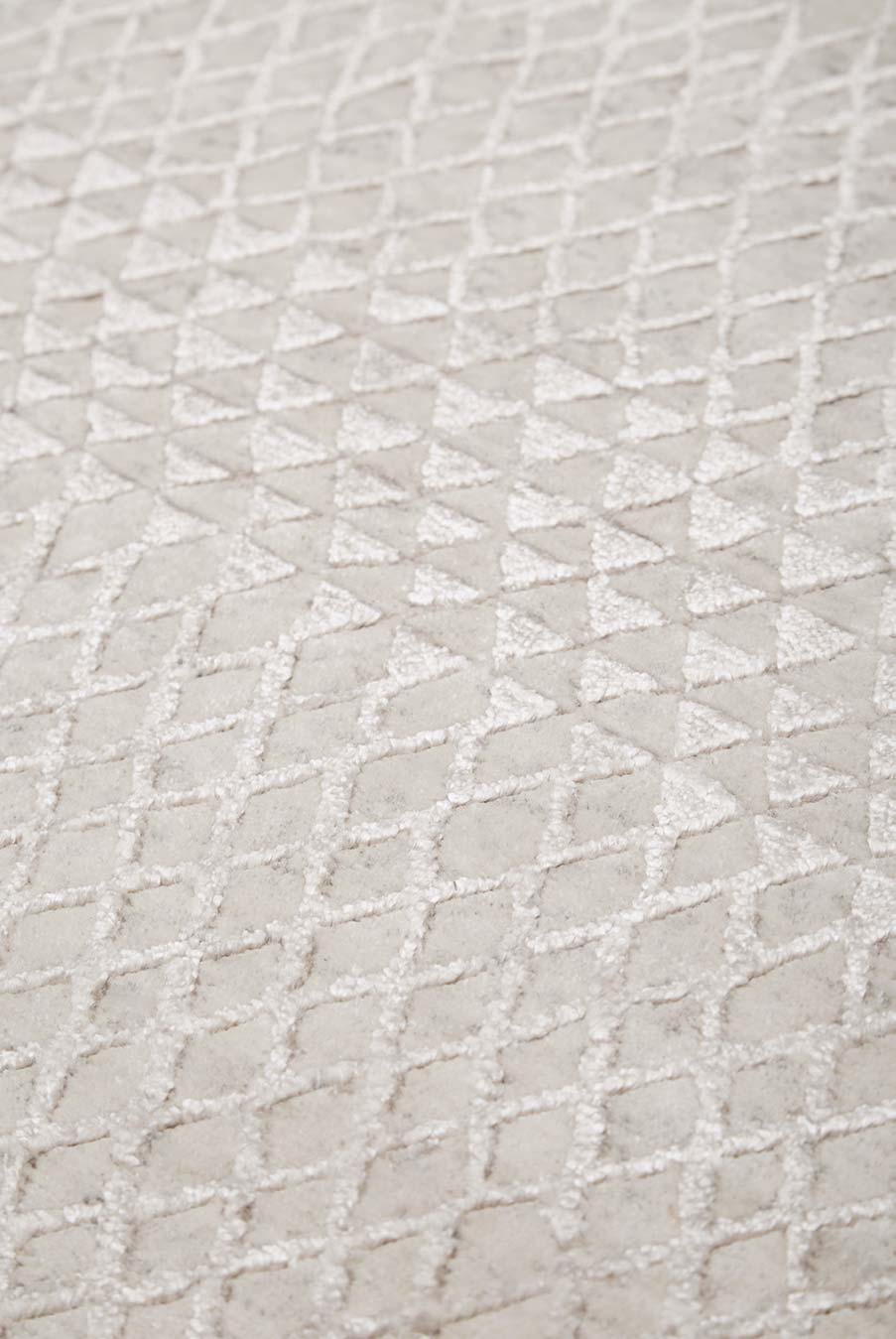 Detailed view of patterned Rattan rug in silver colour