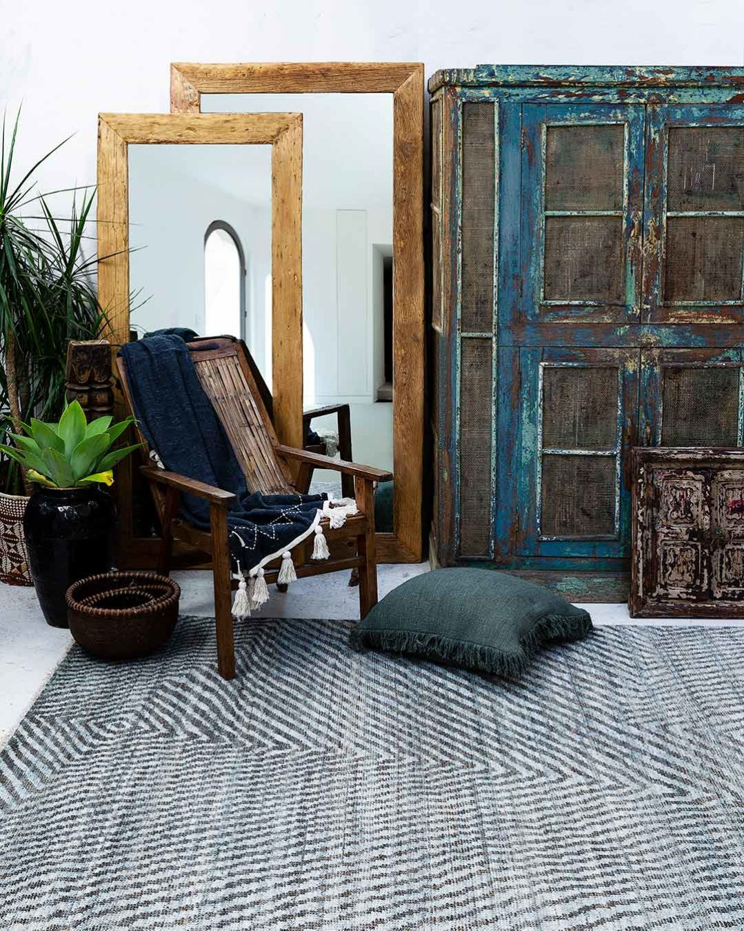 Living room view of modern Twill rug in blue colour