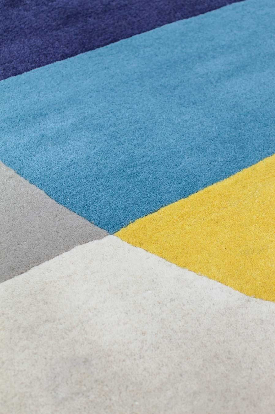 Detailed view of geometric Compass rug in blue and yellow colour