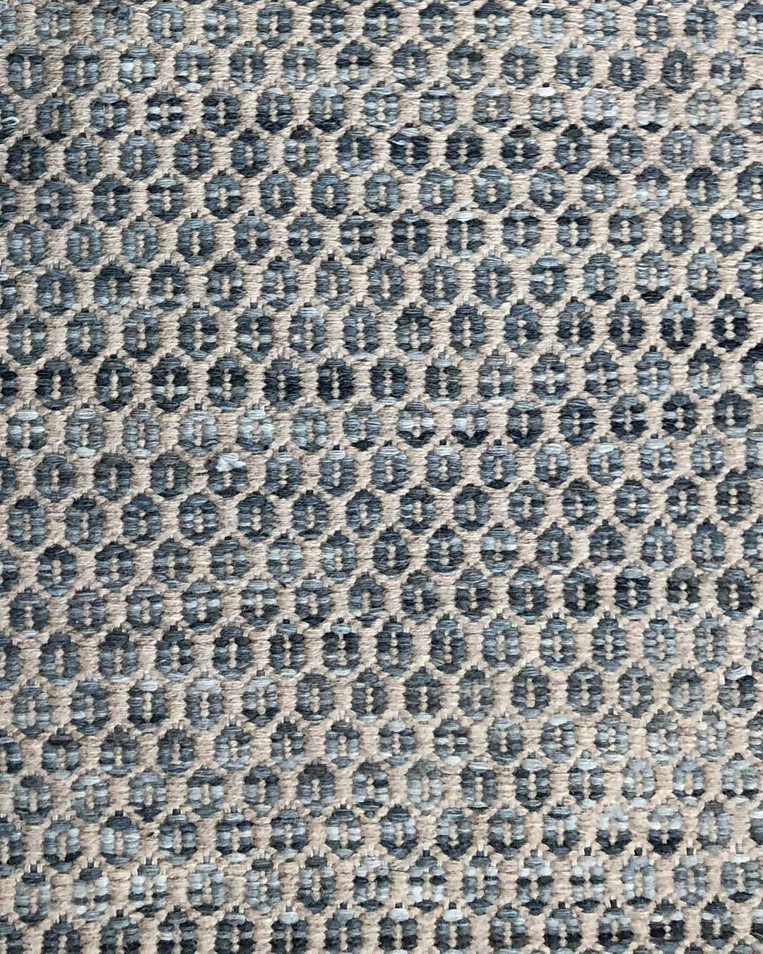 Detailed image of textured Plait Hive rug in grey colour