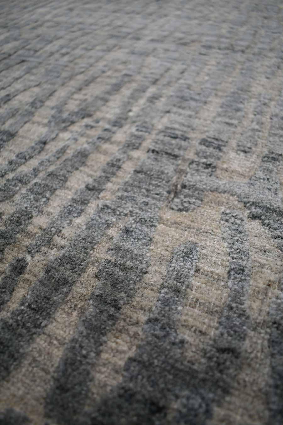 Detailed image of animal Webster rug in grey colour