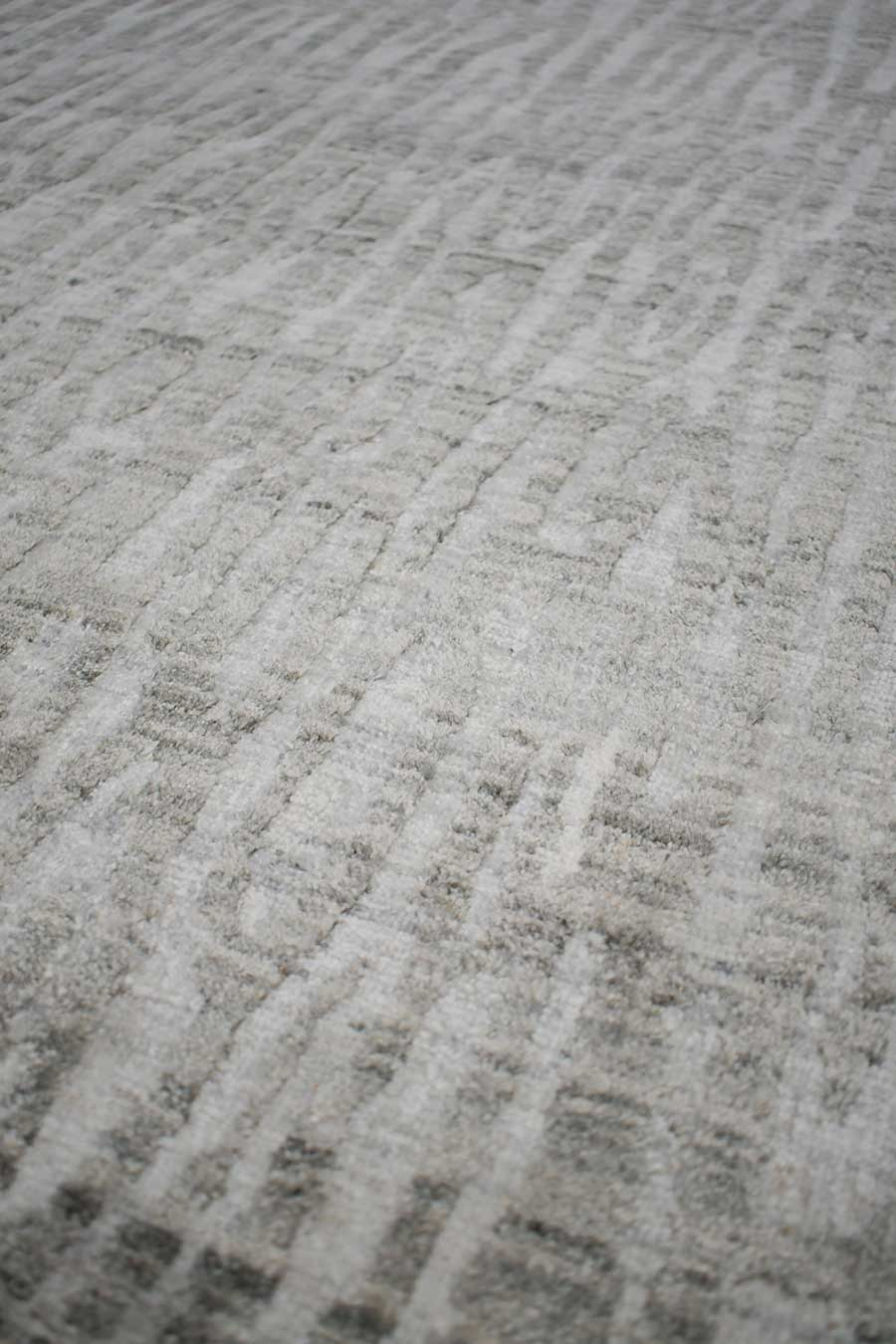 Detailed image of animal Webster rug in silver colour