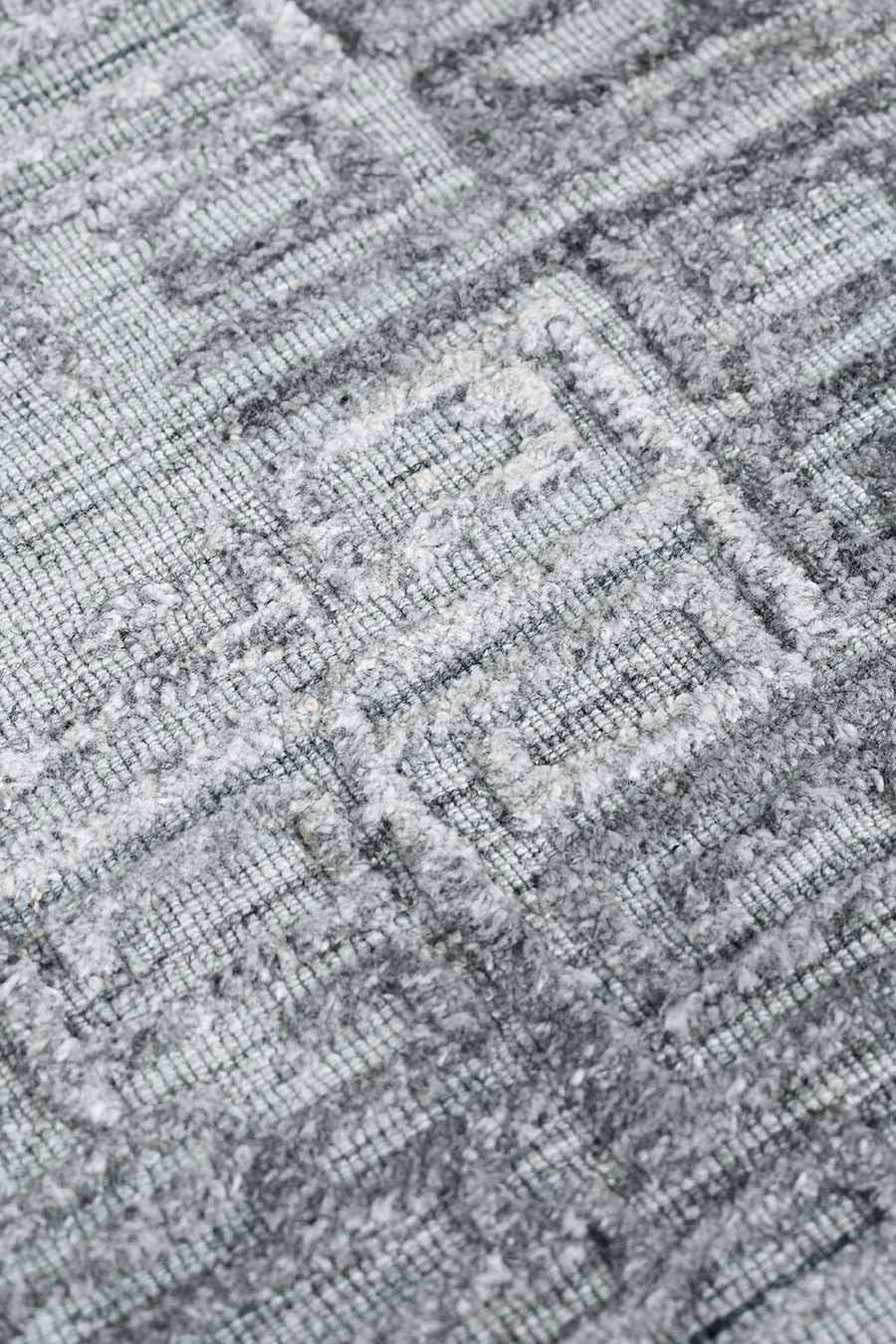 Detailed image of silver Wilson rug