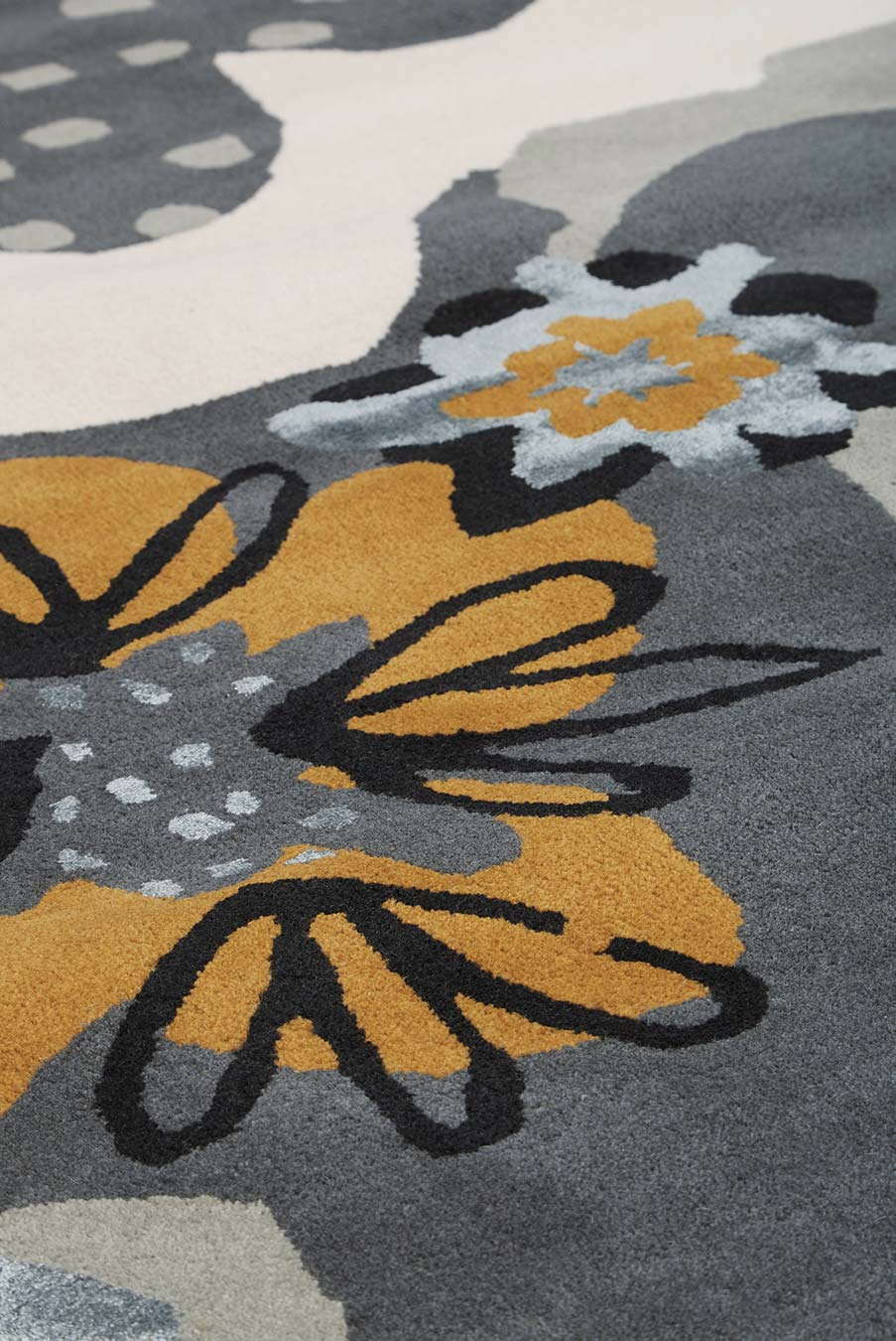 detailed image of floral Twiggy rug